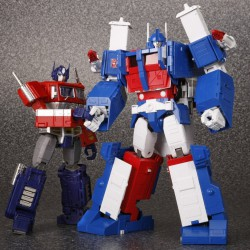 MP-22 Masterpiece Ultra Magnus with MP-10 Convoy